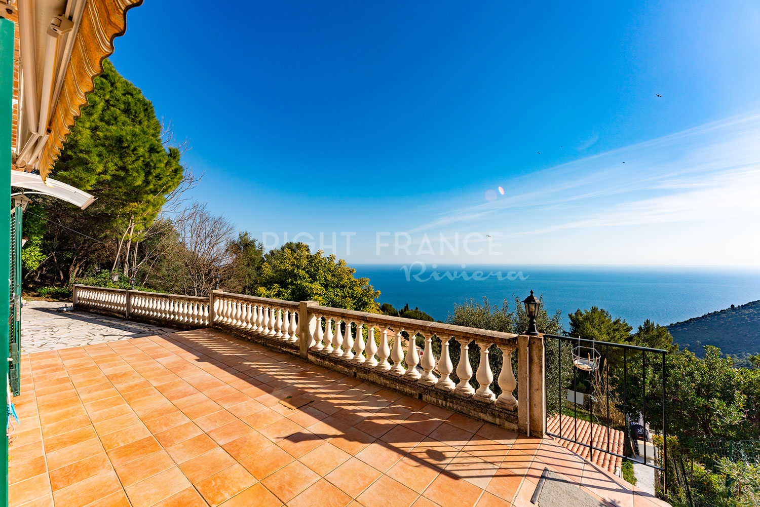 For sale house with sea view in Èze